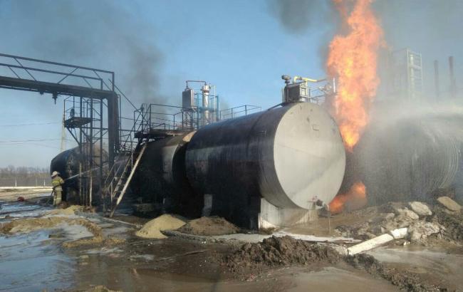 Фото: під Харковом горять ємності з мазутом