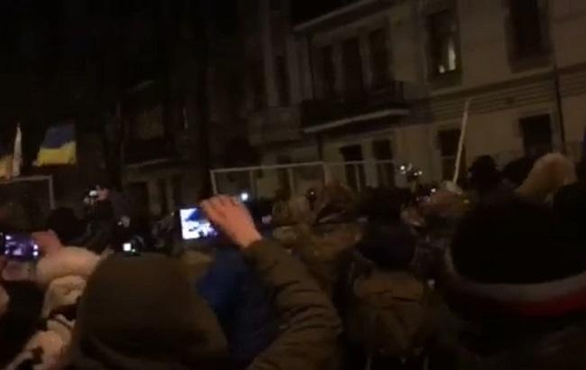 На Банковой произошли стычки между участниками блокады Донбасса и полицией