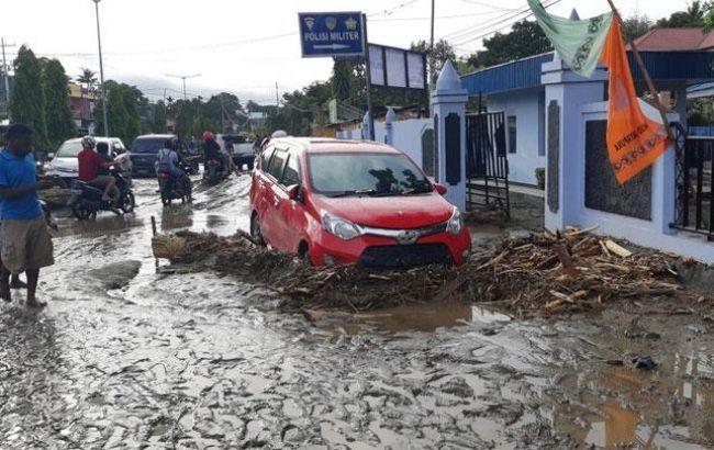 Число загиблих через повінь в Індонезії зросло