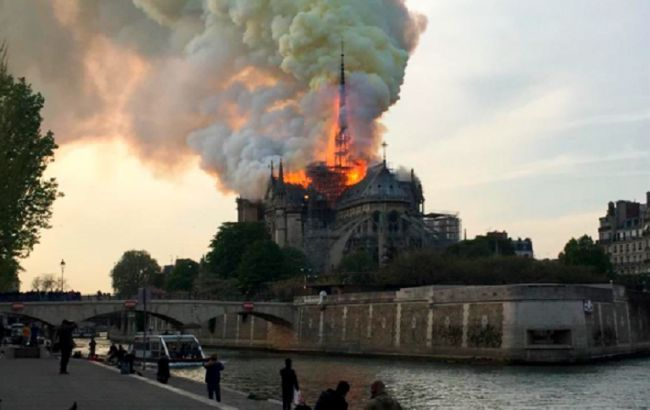 Пожар в Нотр-Дам де Пари локализован