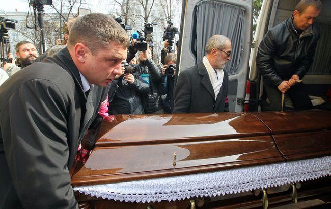 Вороненкова поховали на Звіринецькому кладовищі в Києві 5a5cc03d94f9f