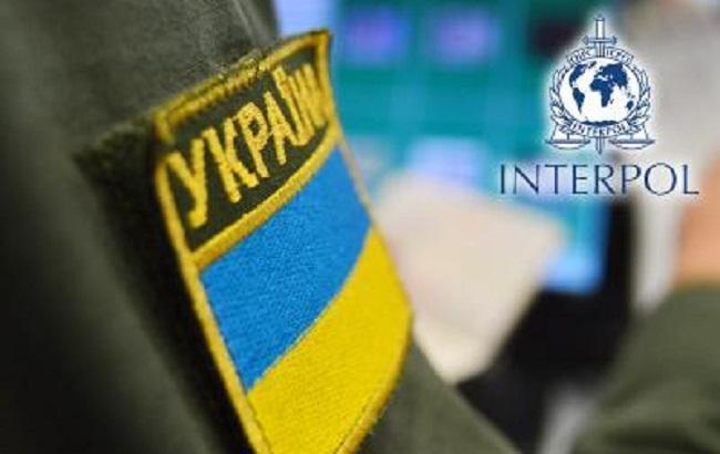 Пограничники задержали на границе разыскиваемых Интерполом мошенника и иномарку