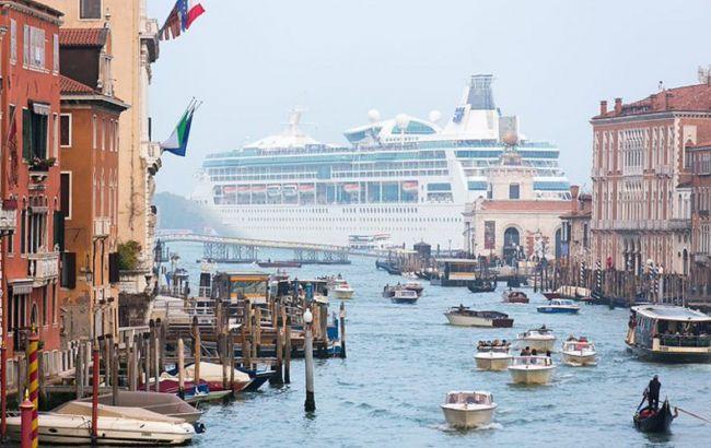 Большим круизным лайнерам запретят заходить в центр Венеции: названа дата