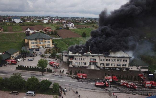 В Черновицкой области загорелся склад автомобильных покрышек