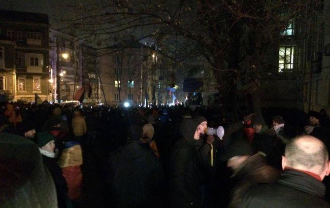 """Фото: """"Правый сектор"""" штурмует офис Медведчука"""