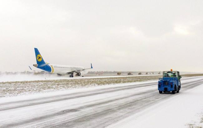 """Снігопад в Києві: аеропорт """"Бориспіль"""" працює в штатному режимі"""