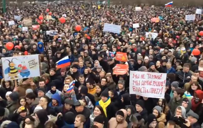 Фото: Митинг в Питере (Скриншот с YouTube/PLATONUNET)