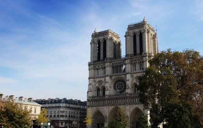 Хотел протаранить самолетом Нотр-Дам: во Франции задержали бывшего пилота