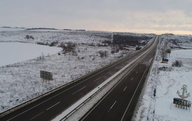На дорогах Украины местами заснеженность и гололедица