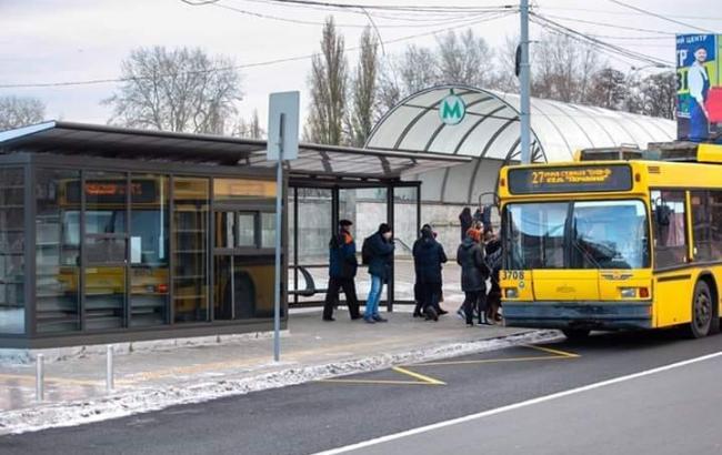 У Києві перекрили рух для легкових автомобілів підземним тунелем на вул. Теліги