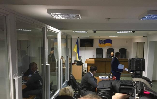 Суд Киева избрал меры пресечения двум подозреваемым в вымогательстве взятки у участника АТО