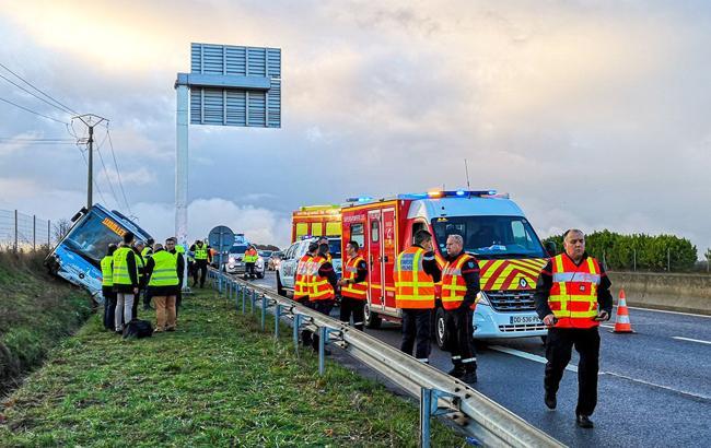У Франції внаслідок ДТП з автобусом постраждали 12 людей