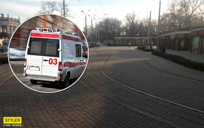 Отрезало ногу: в Одессе пьяный мужчина угодил под трамвай