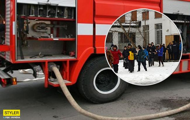 Эвакуировали детей: в Киеве загорелся лицей