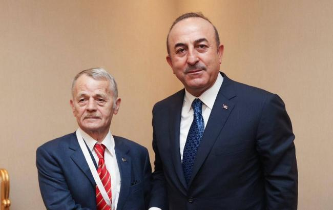 Джемилев и Чавушоглу обсудили агрессию РФ против Украины