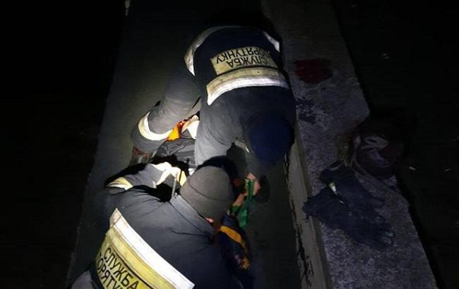 """Горе-домушник""""убегал"""" от полиции с 5 этажа по простыне, но сорвался (видео)"""