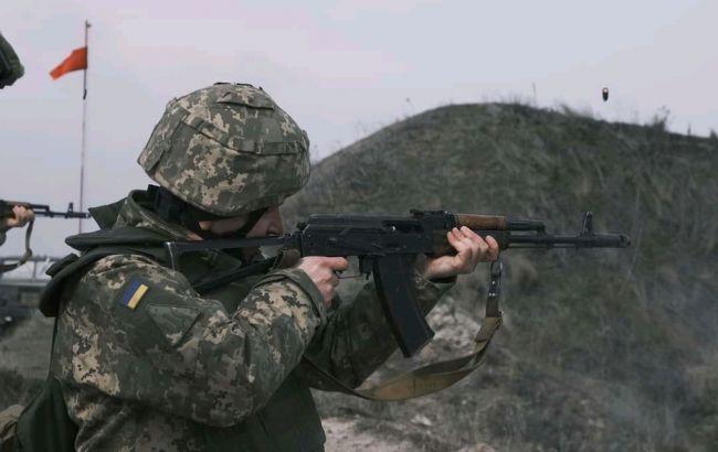 Обстріли і дистанційне мінування: бойовики і далі порушують перемир'я на Донбасі
