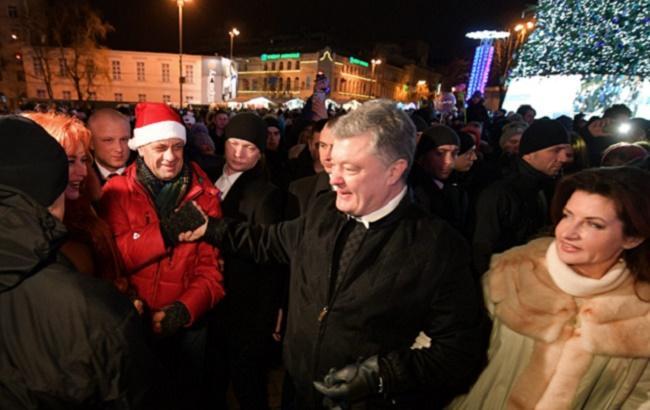 Порошенко лично поздравил украинцев на Софийской площади (фото)