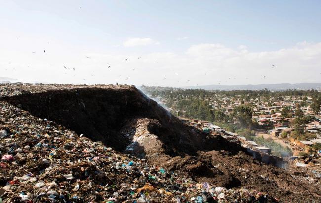 Кількість жертв зсуву на звалищі в Ефіопії досягла 65