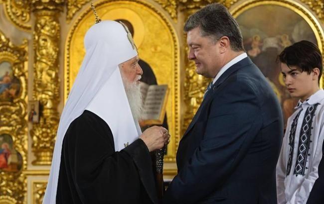 Філарет вручив президенту орден Андрія Первозванного за томос