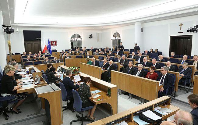 Сенат Польши просит власти ввести режим ЧС, чтобы отложить выборы