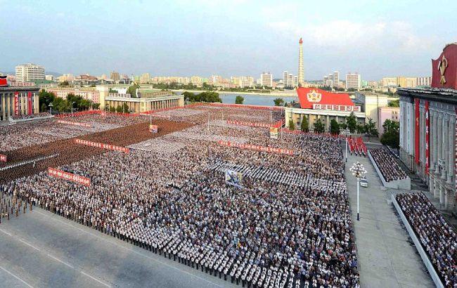Фото: жители Пхеньяна устроили многотысячный митинг в поддержку испытания ядерной боеголовки