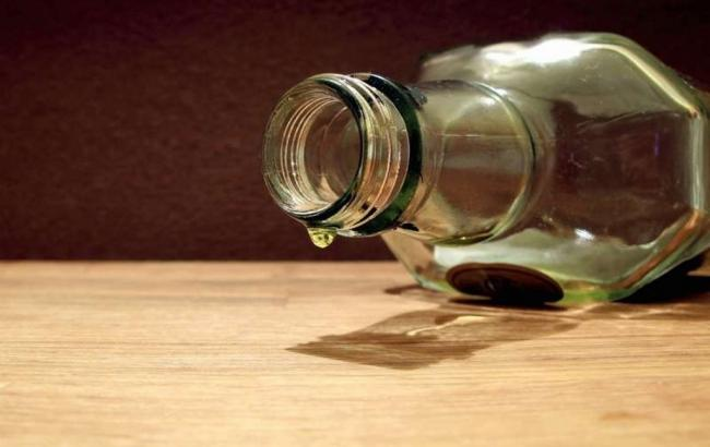 Фото: масове отруєння алкоголем зареєстровано у Харківській області