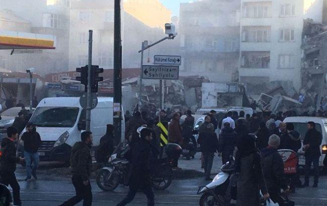 Фото: обрушение здания в Стамбуле