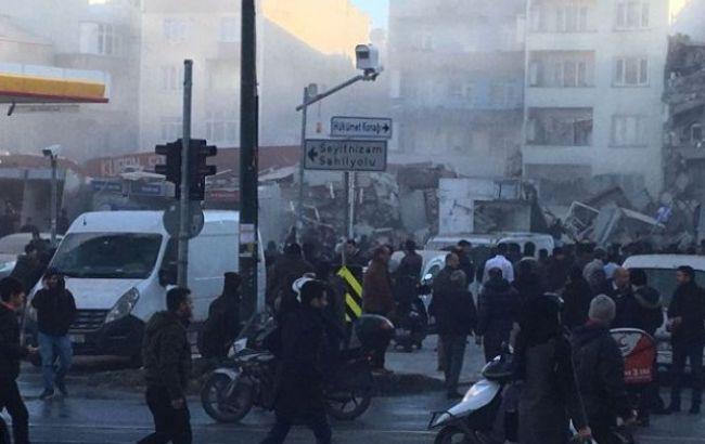 Фото: обвалення будинку в Стамбулі
