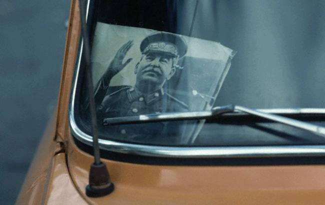 Фото: Портрет Сталина в авто