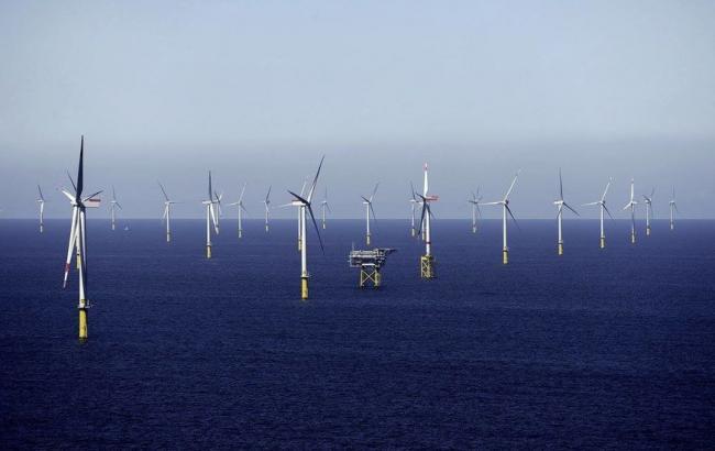 В Англии заработали самые массивные вмире ветряные электрогенераторы
