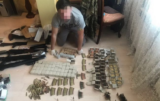 У Києві СБУ вилучила велику кількість зброї та боєприпасів