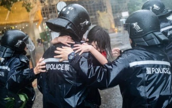 "Тайфун ""Мангхут"" достиг берегов Китая, пострадали 111 человек"