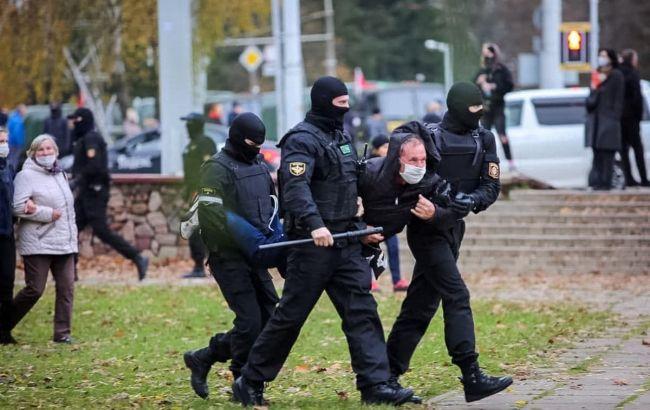 Беларусь: количество задержанных на протестах приближается к 300