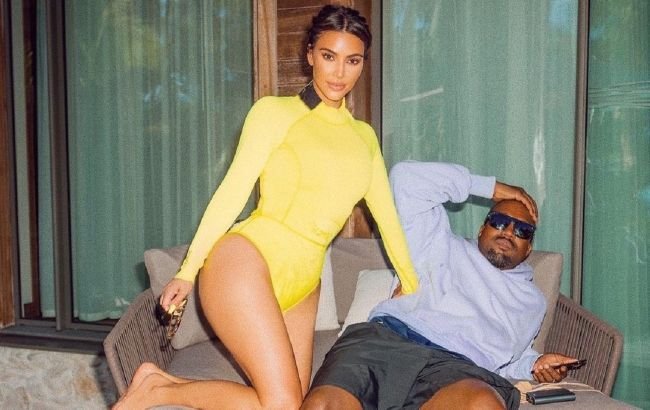 Любовь на пляже: Ким Кардашьян засыпала сеть жаркими фото с мужем