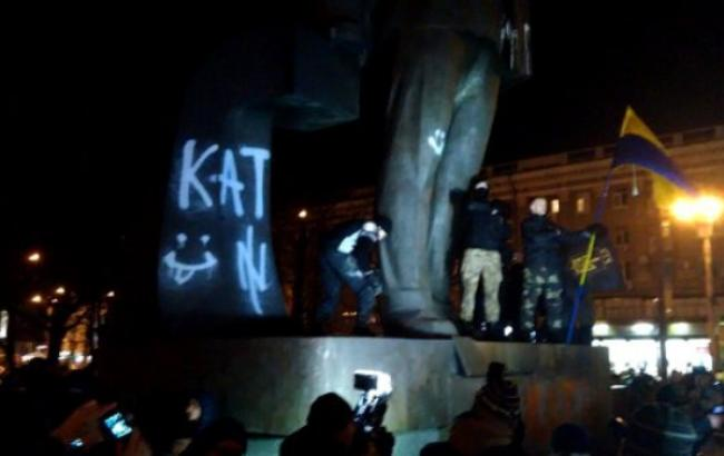 Фото: демонтаж памятника