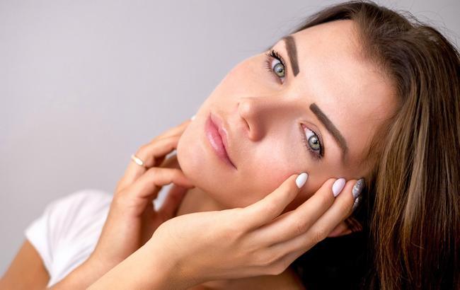Как выглядеть моложе с помощью макияжа: топ-5 способов