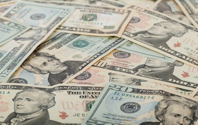 Курс доллара падает третий день подряд
