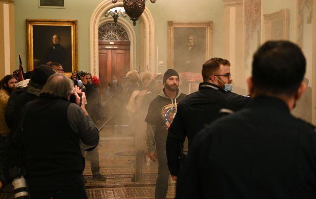 Протестувальники увірвалися в зал засідань Сенату США