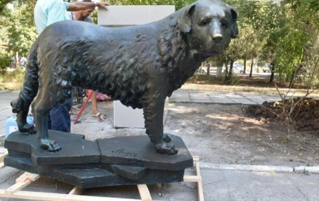 Фото: В Черноморске установили памятник собаке (04868.com.ua)