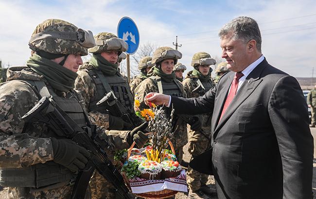 Фото: Петр Порошенко на Донбассе (president.gov.ua)