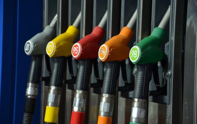АМКУ рекомендовал 12 компаниям снизить цены на бензин