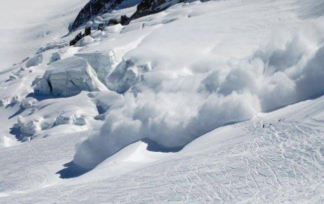 У Закарпатській області відновили рух після сходження лавини