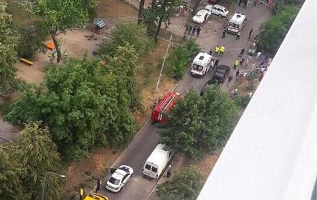 Из-за взрыва машины в Киеве пострадали четверо детей