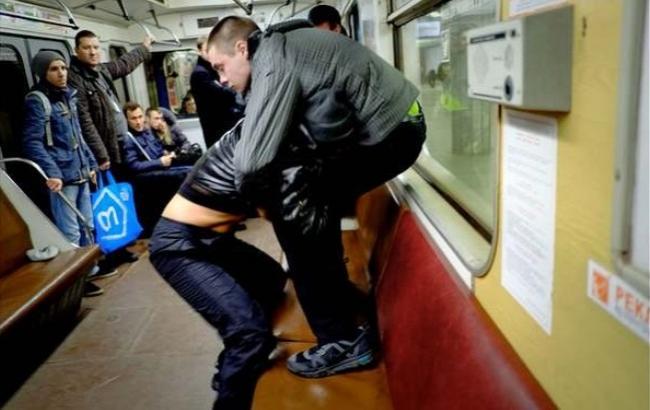 Дала незнакомцу в метро фото 572-555