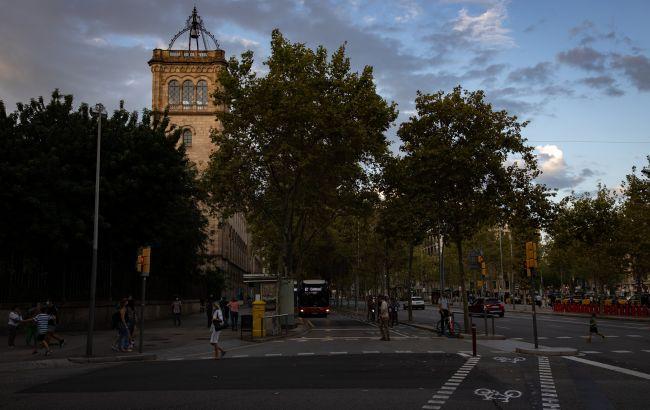 В Каталонии смягчают карантин, открывают рестораны и бары