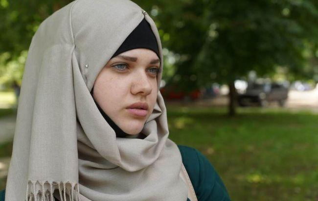 При выезде из Крыма повторно задержали крымскотатарскую активистку Алиеву