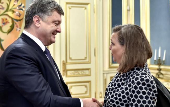 Фото: Петро Порошенко і Вікторія Нуланд