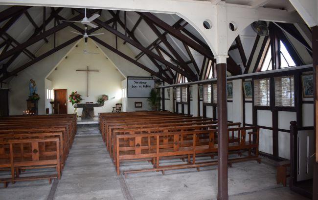 Правительство Франции обязали пересмотреть ограничения на собрания в церквях