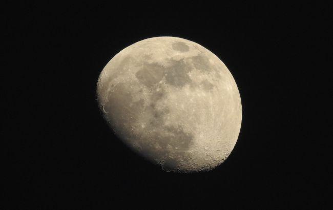 """На Луне нашли сравнительно """"молодые"""" потоки лавы. Их планируют исследовать"""